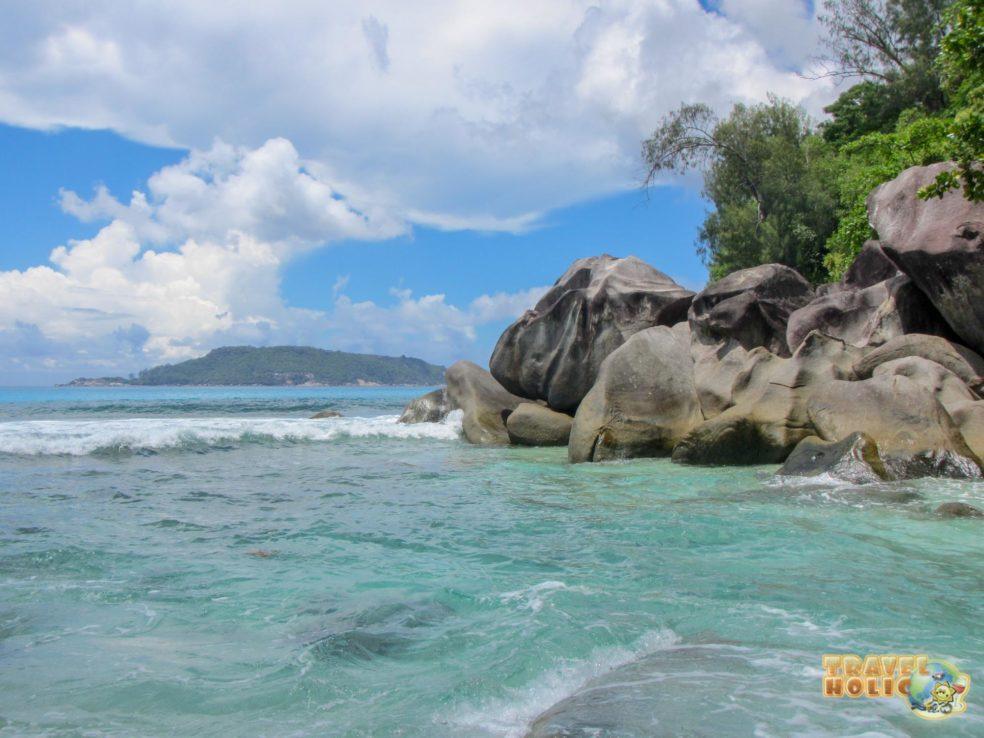 Rochers granitiques et eau turquoise aux Seychelles